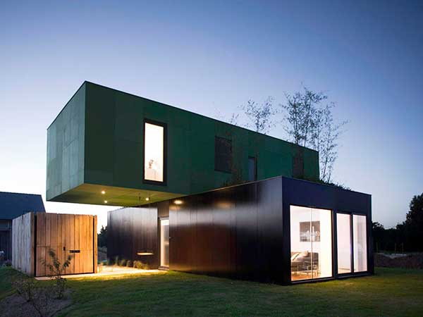 Dom-iz-konteynerov-Clément-Gillet-Architects-Cross-box-house