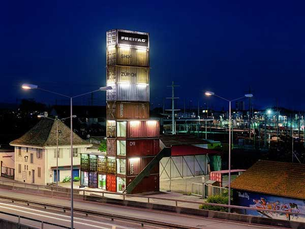 Magazin-iz-kontejnerov-freitag-zurich-store