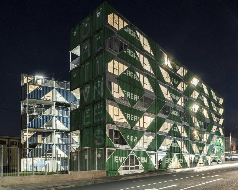 дом из морских контейнеров